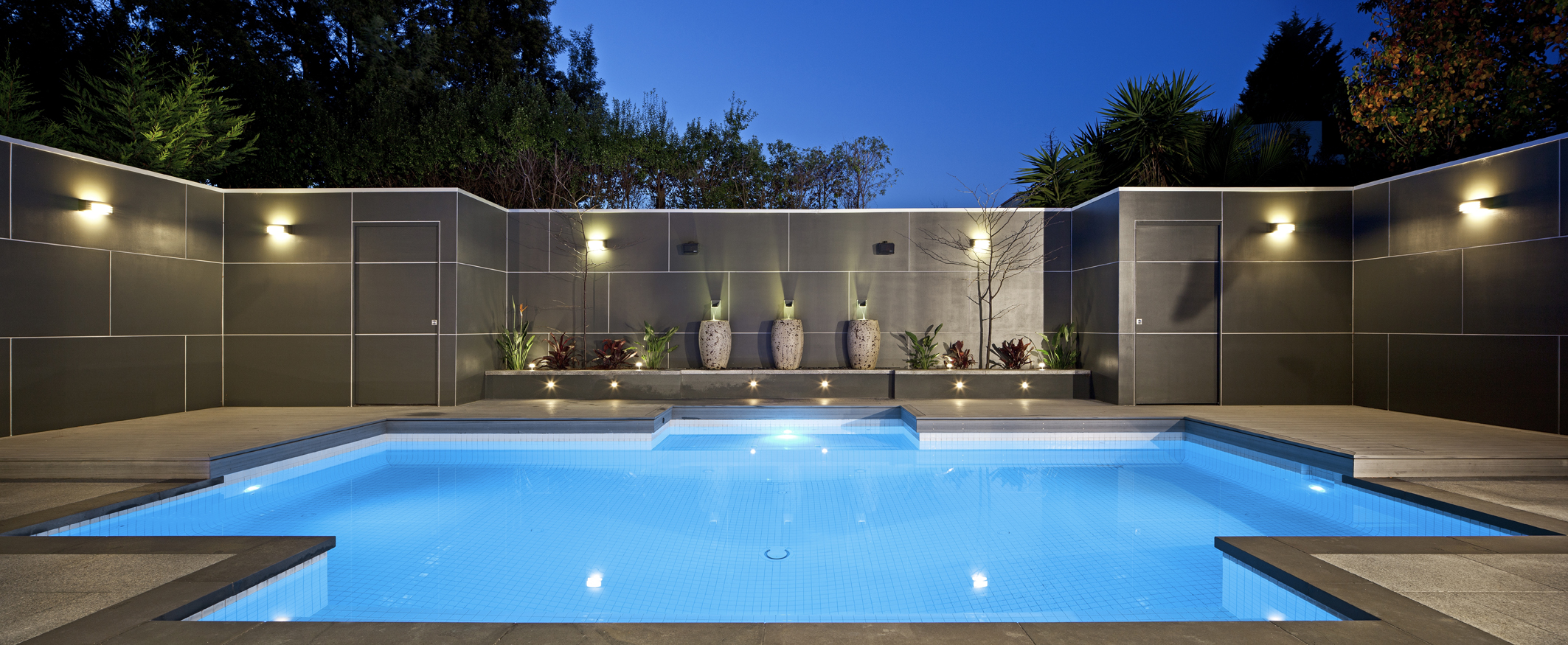 Family pool caulfield north neptune pools for Courtyard designs with spa
