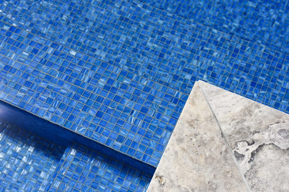 Wonderful Pool Finish Ideas For You To Copy: Render Vs Tiling